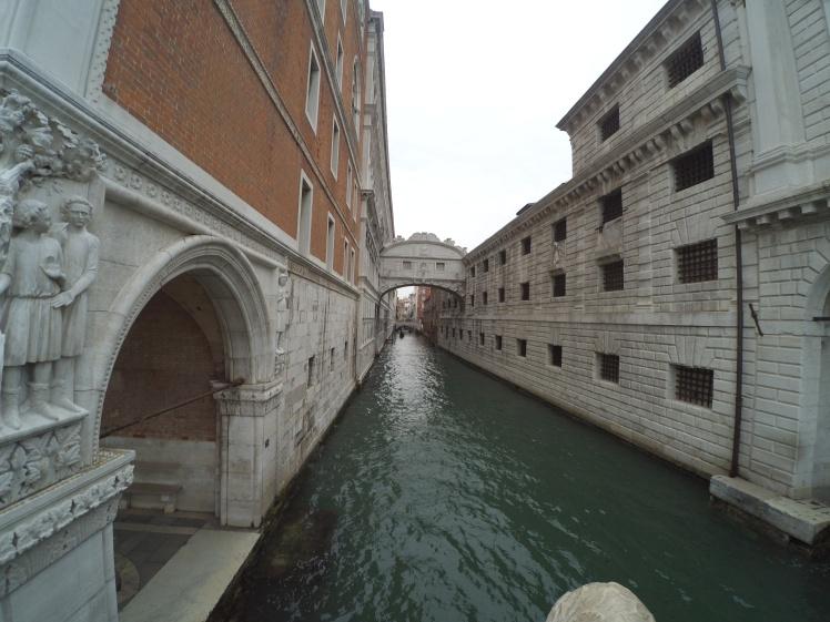 Puente de los Suspiros, Venecia, Italia www.weareinfinite.blog