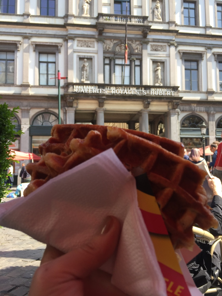Waffles! Bruselas, Bélgica. www.weareinfinite.blog