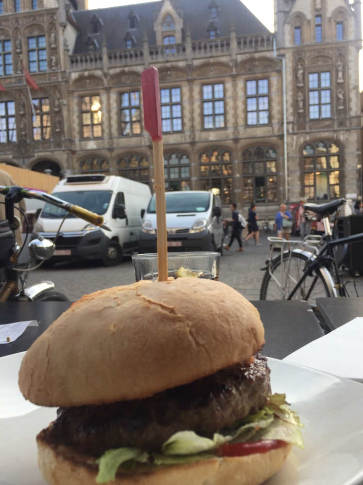 Ellis Gourmet Burger, Korenmarkt, Gante, Bélgica www.weareinfinite.blog