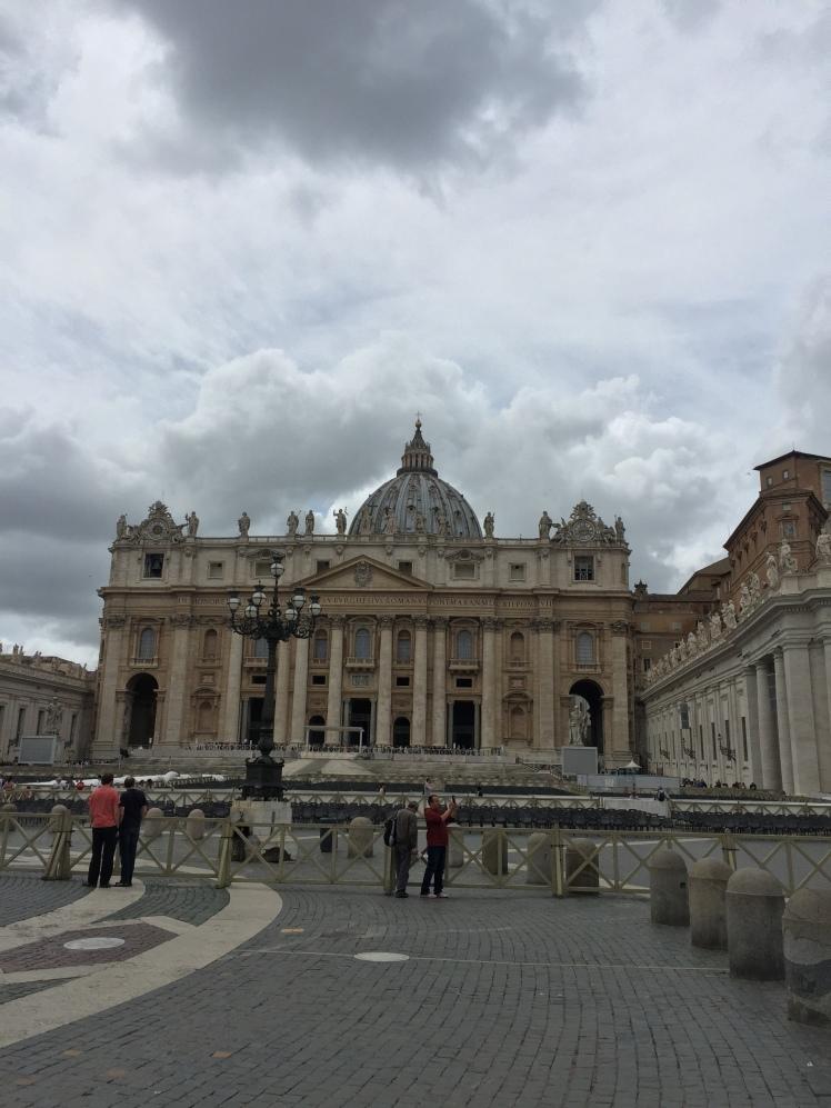 Plaza de San Pedro, Ciudad del Vaticano, Italia www.weareinfinite.blog