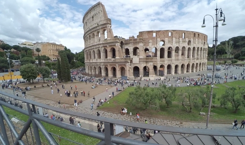 Coliseo, Roma, Italia www.weareinfinite.blog