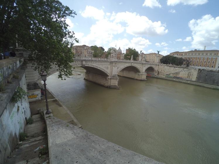 Puente Vittorio Emanuele II, Roma, Italia www.weareinfinite.blog