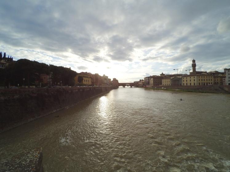 Puente Vecchio desde Puente alle Grazie, Florencia, Italia www.weareinfinite.blog