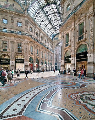 Galleria Vittorio Emanuele II, Milán, Italia www.weareinfinite.blog