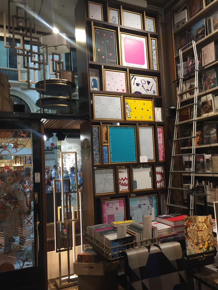 Librería Bocca, Galleria Vittorio Emanuele II, Milán, Italia www.weareinfinite.blog