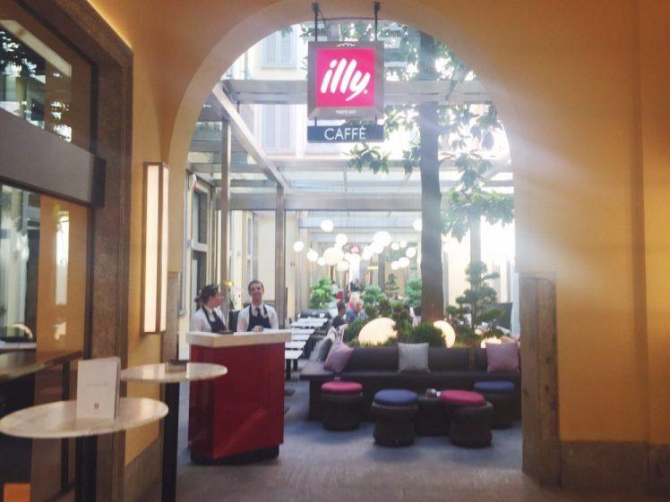 Illy Caffe! Cuadrilátero de la moda, Milán, Italia www.weareinfinite.blog